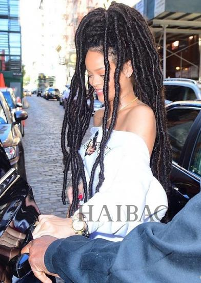 蕾哈娜 (Rihanna) 近期街拍