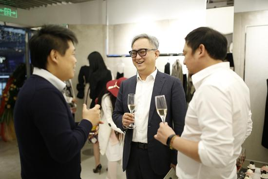 设计师Lucien WANG与现场嘉宾交流