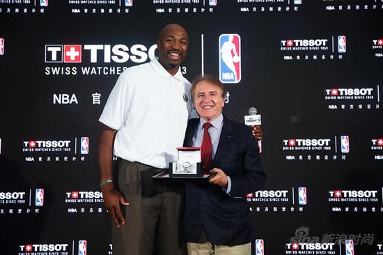 天梭全球总裁弗朗索瓦?添宝先生与NBA篮球先锋文?贝克