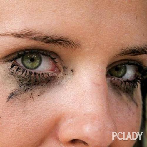 画眼线还在各种晕?