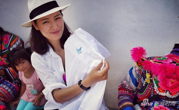 购物信息:马艳丽稳站世界时尚最前沿 两场大秀领衔国际时装周