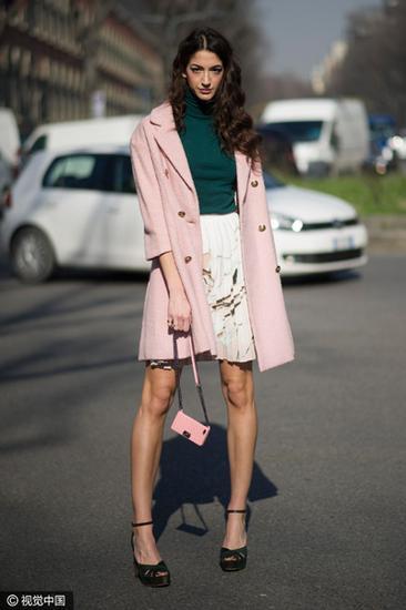 高领衫+短裙