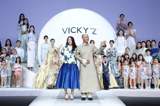 设计师许馨尹与知名艺人任重、VICKY-Z品牌股东任重携手谢幕