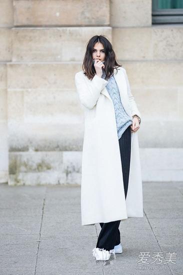 白色长款大衣