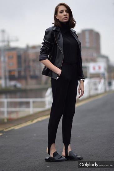 黑色踩脚裤