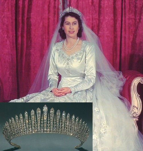 """伊丽莎白二世大婚时佩戴""""玛丽王后穗状王冠"""""""
