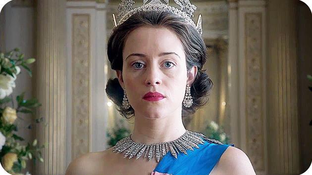 """剧中克莱尔·芙伊扮演的伊丽莎白女王佩戴""""乔治四世国王王冠"""""""