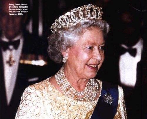 """伊丽莎白二世女王佩戴""""弗拉基米尔冠冕"""""""