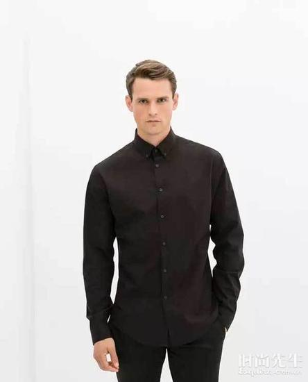 避开黑色府绸衬衫