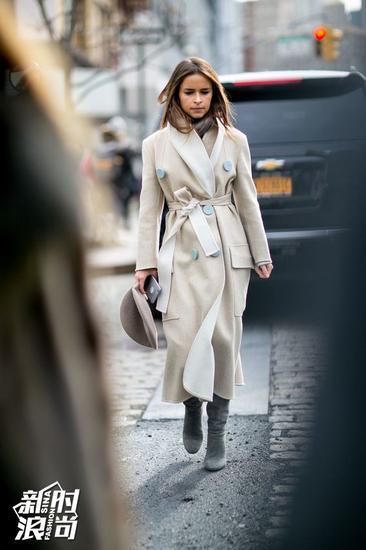 Miroslava Duma穿长大衣街拍