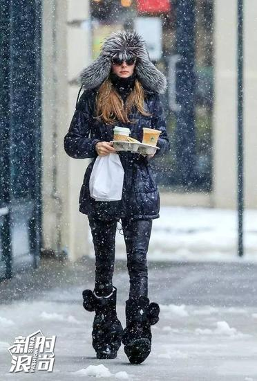 Olivia Palermo戴雷锋帽街拍