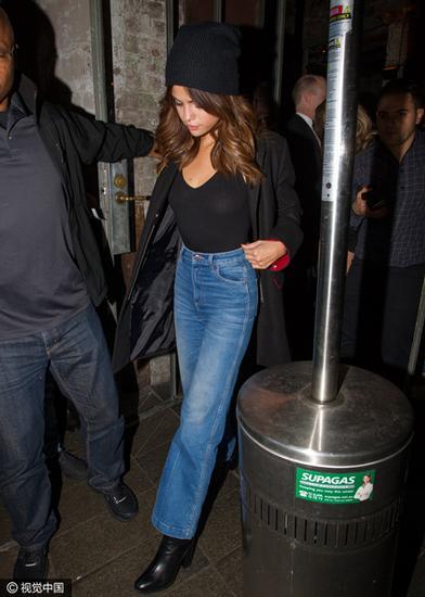 赛琳娜·戈麦斯(Selena Gomez)出街