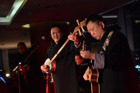李亮节用曲艺摇滚将现场气氛推向高潮