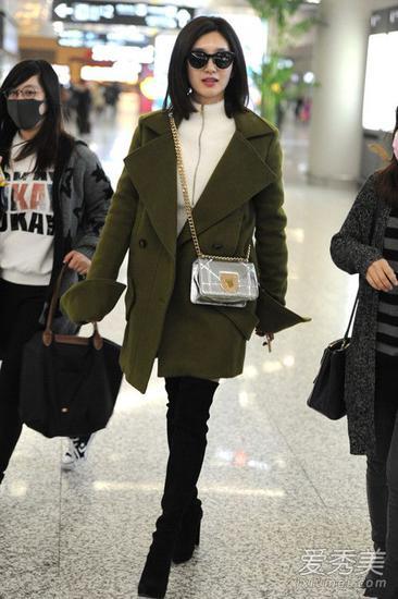 杨幂最新机场街拍 大衣配过膝靴不要太好看 过膝靴 街拍 杨幂 新浪时尚图片