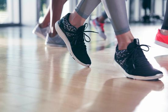 特为女性室内健身设计的FIT YUI 训练鞋,具有独有的贴合性和灵活性