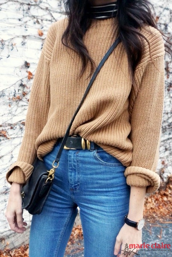 宽松的粗线针织大毛衣