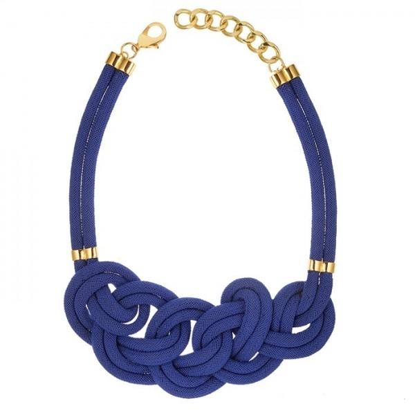 有趣的绳字项链玩味十足。