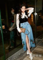 上衣塞进裤子或裙子成了很常见的搭配方式,可以拉长腿部比例,欧阳娜娜图片