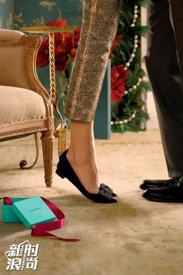 黑色的 Manolo Blahnik方扣鞋
