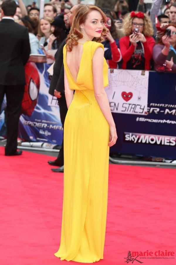 小黄裙在红毯上不仅瞩目,而且很衬灵气