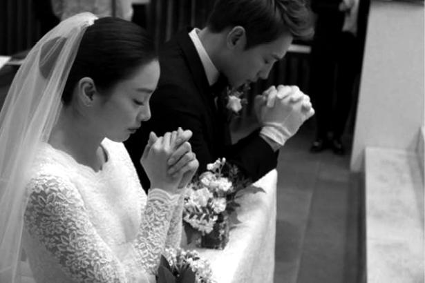 Rain和金泰熙结婚照(新浪配图)