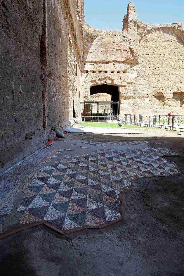 2_罗马古迹卡拉卡拉浴场中的弧形图案