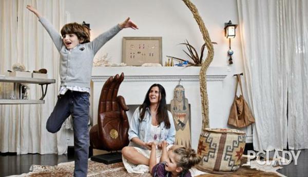 设计师Jacquie Aiche和她的儿女