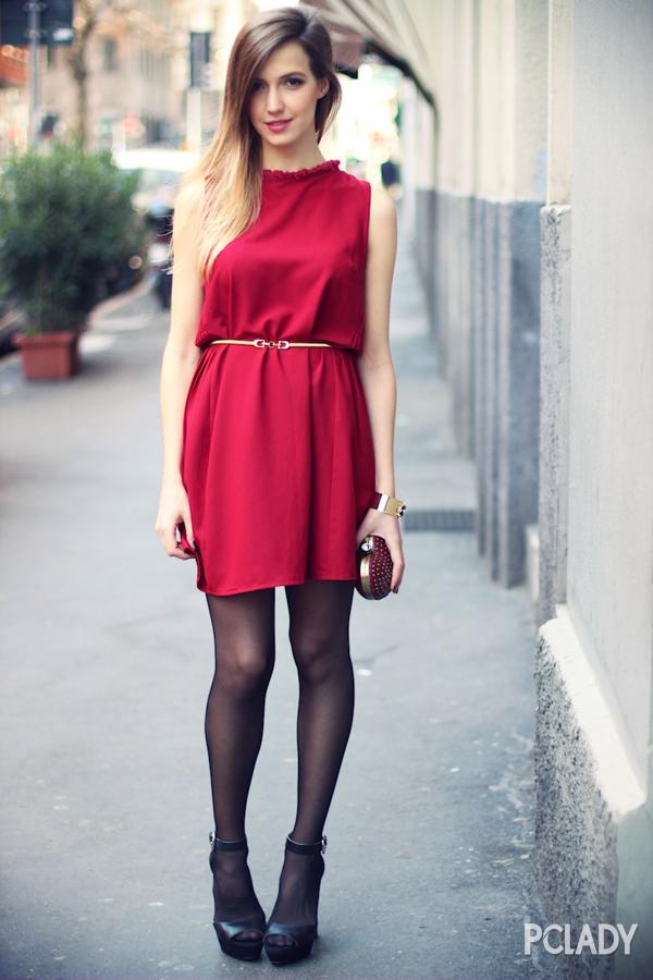 手镯也是点缀红裙的利器