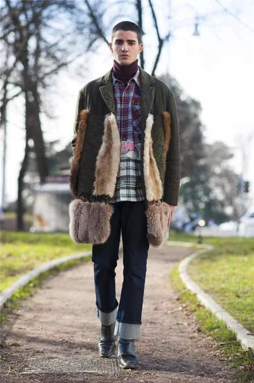 外套、衬衫 Antonio Marras 牛仔裤 Calvin Klein jeans