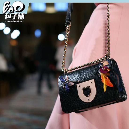 秀场中的mini Dior Diorama包包