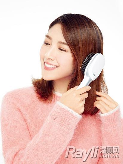 错误习惯一:洗发前不梳理头发,直接洗!