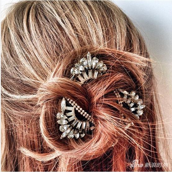將項鏈編入髮型