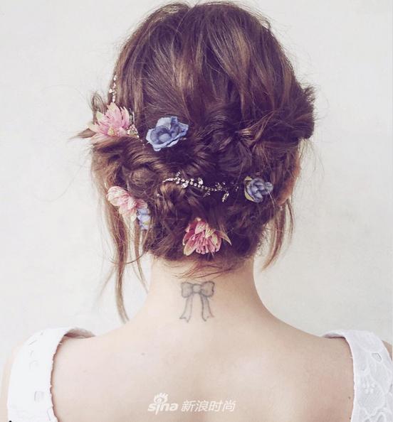 或者加入更多除了珠寶以外的元素,例如鮮花,