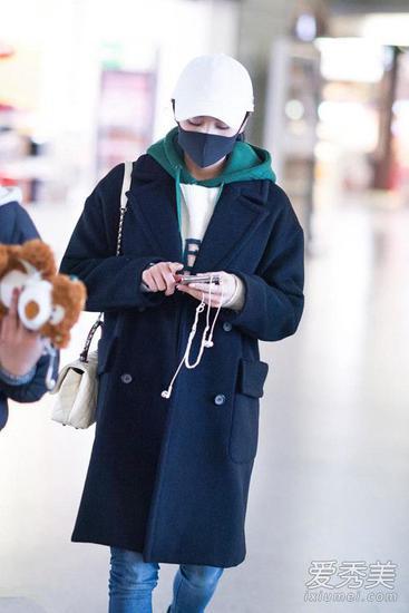 刘诗诗现身机场1