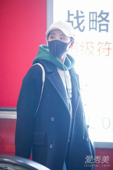 刘诗诗现身机场