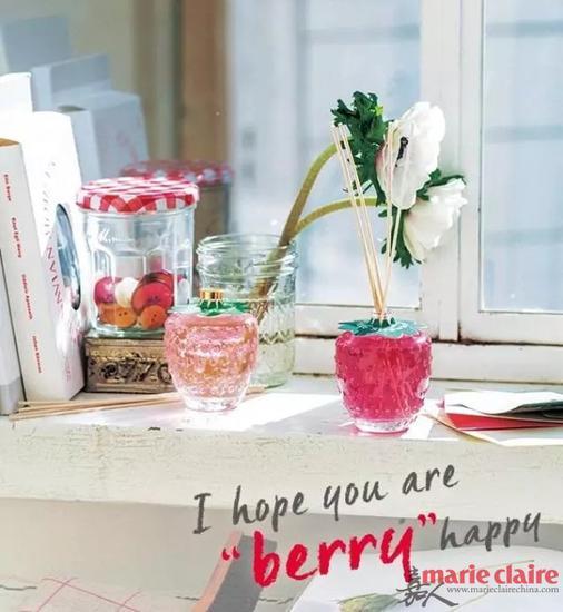 草莓系列包括碟杯餐具、洗浴用品、唇膏、护手霜、室内香氛等等