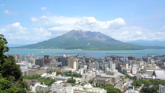 樱岛火山的上方云卷云舒