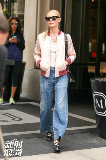 女明星穿阔腿牛仔裤