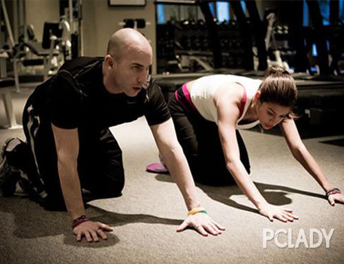 Gigi请了专门的健身教练制定了详细的健身计划