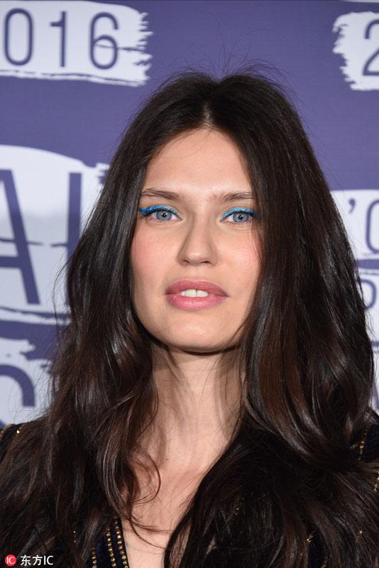 2 - 蓝色眼线