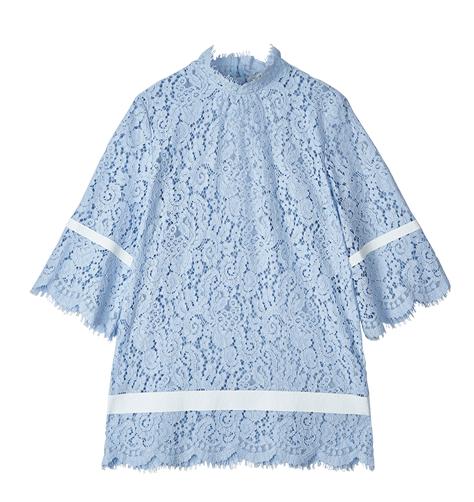 地素 蕾丝镂空喇叭袖口连衣裙 ¥1390