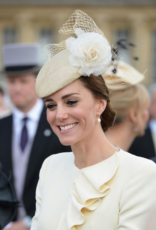 这件珍珠耳坠是凯特佩戴次数最高的一对,出现在了各种场合中。