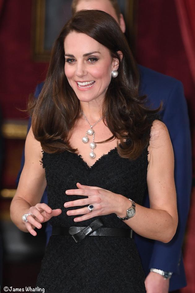 凯特佩戴珍珠珠宝惊艳世界