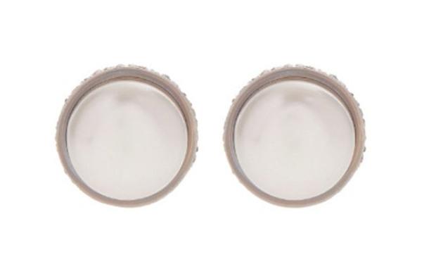 凯特佩戴的Balenciaga珍珠耳钉