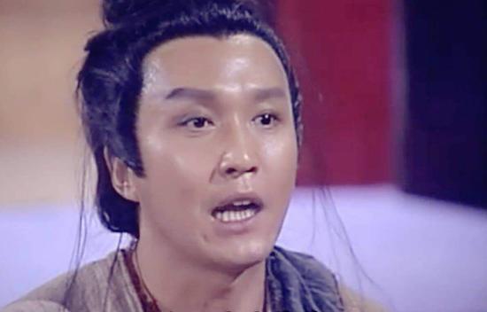 吴刚曾在台剧《女巡按》中饰演傻二