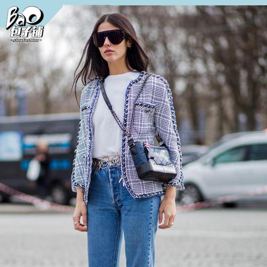时尚达人背Chanel流浪包