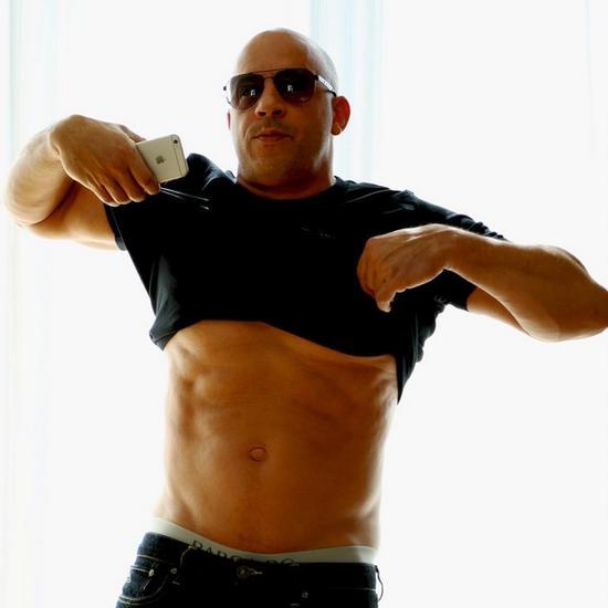 迪塞尔分享新自拍大秀腹肌