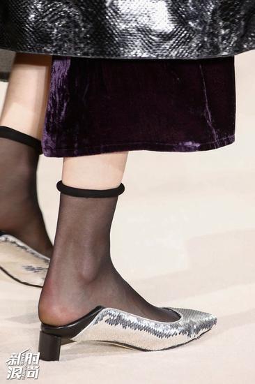 Loewe的粗口鞋