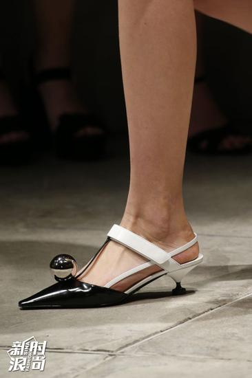 Prada猫跟鞋