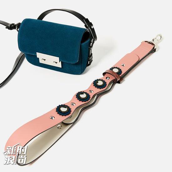 Zara的粉色包带少女风十足